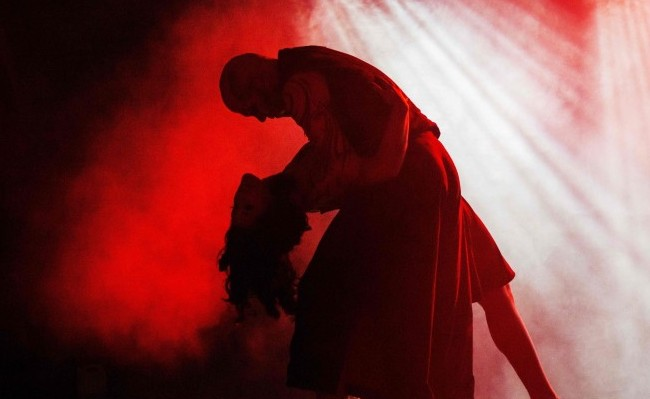 """The Vampire King and the Innocent -- """"A Vampire Tale"""" (courtesy Scorpius Dance Theatre)"""