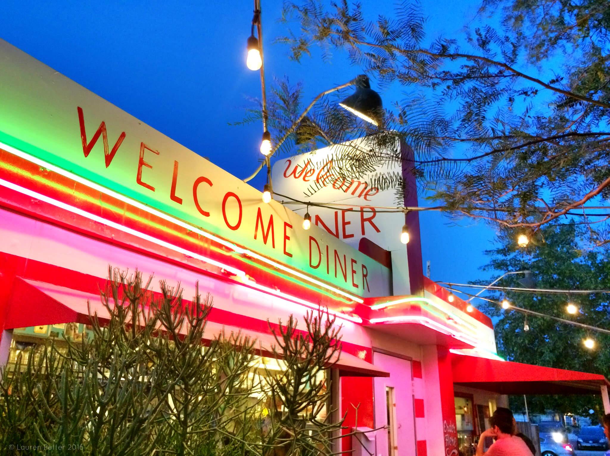 welcome-diner-livephx